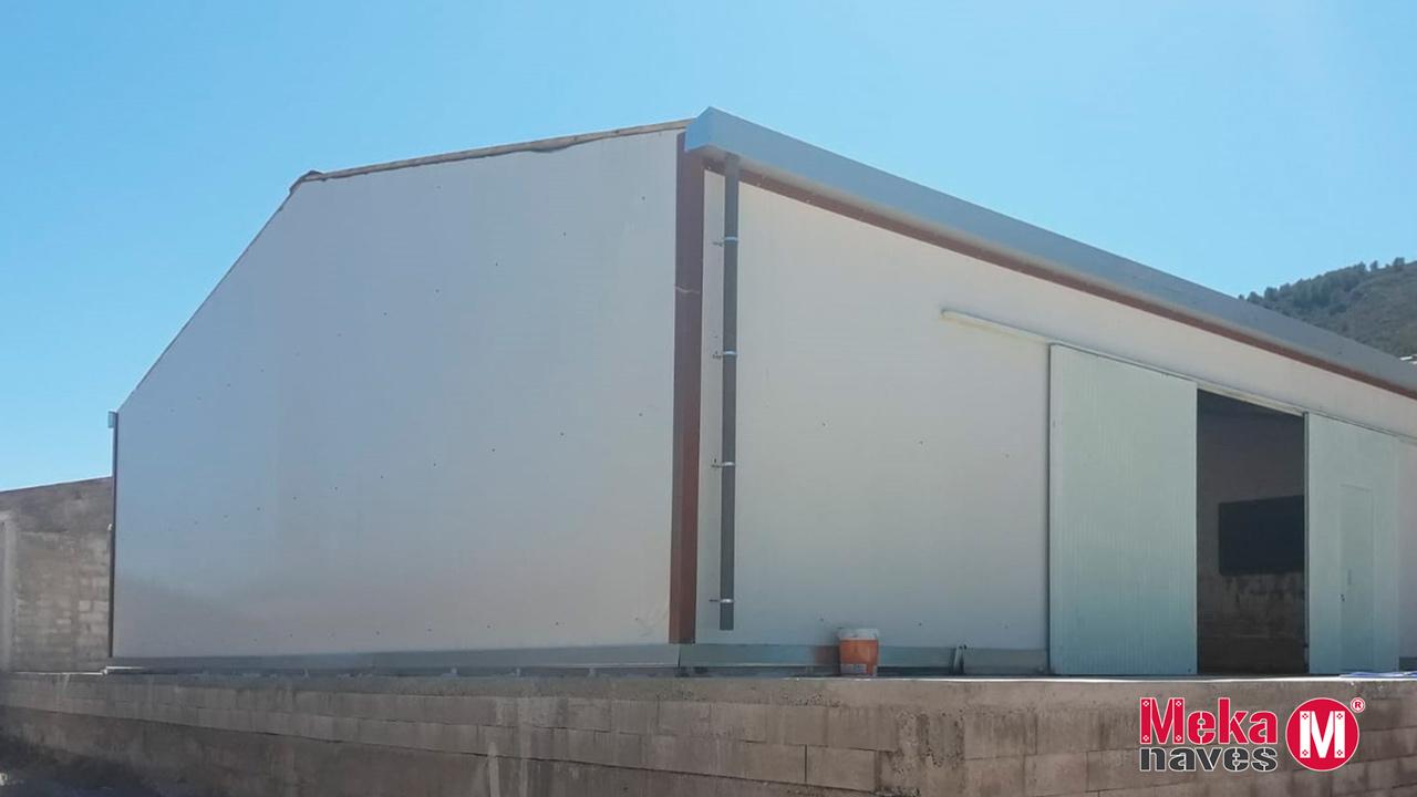 bâtiment industriel métallique